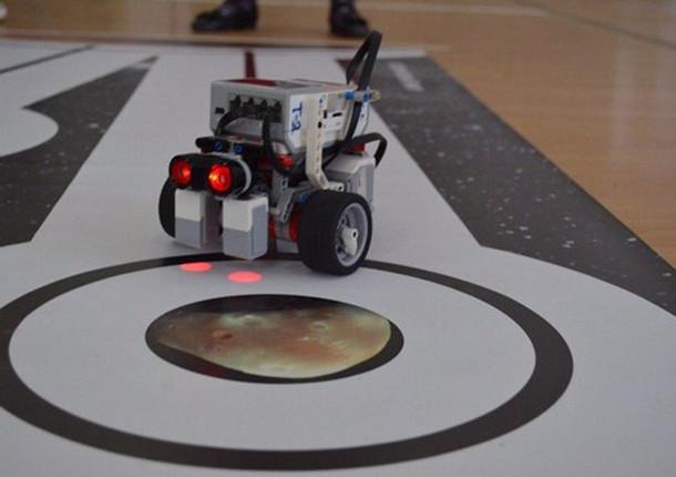 Школьники из Балашихи победили в марафоне по робототехнике